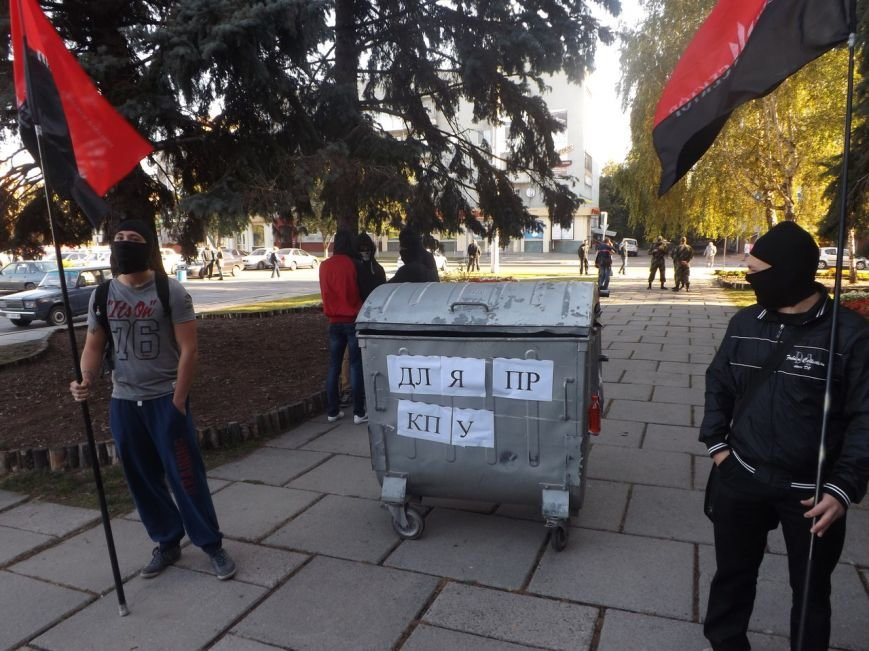 TrashBucketChallenge в Кременчуге: никого никуда не запихнули (фото и видео), фото-1