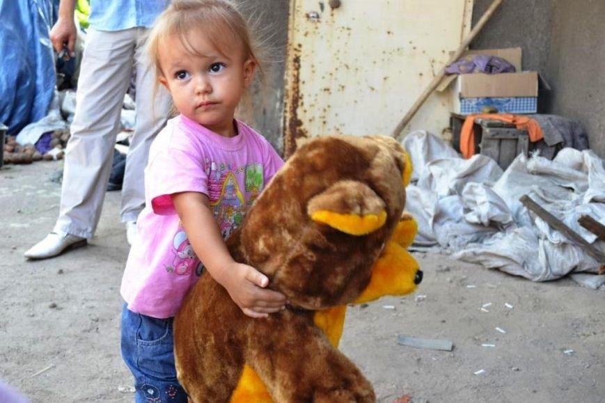 В Мариуполе маленькие беженцы нуждаются в памперсах и детском питании, фото-3