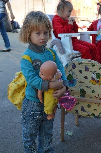 В Мариуполе маленькие беженцы нуждаются в памперсах и детском питании, фото-1