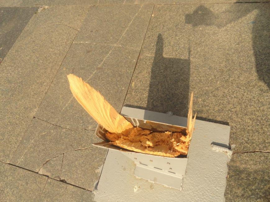 В Мариуполе вандалы сломали крест на пл. Ленина (ФОТО), фото-5