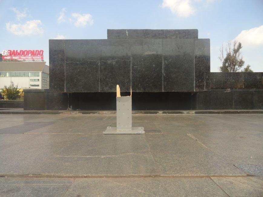 В Мариуполе вандалы сломали крест на пл. Ленина (ФОТО), фото-2