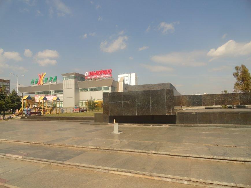 В Мариуполе вандалы сломали крест на пл. Ленина (ФОТО), фото-1