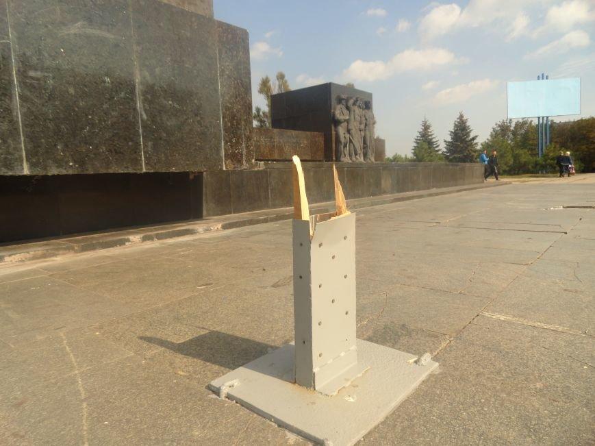 В Мариуполе вандалы сломали крест на пл. Ленина (ФОТО), фото-4