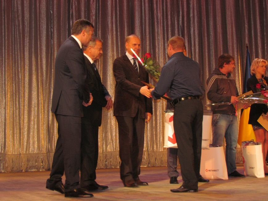 В Мариуполе наградили волонтера, получившего ранение при обстреле блокпоста (ФОТО), фото-2
