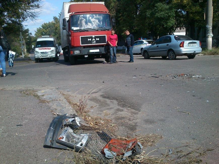 В Днепродзержинске легковой автомобиль столкнулся с грузовиком, фото-4