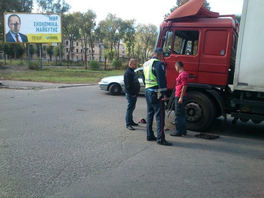 В Днепродзержинске легковой автомобиль столкнулся с грузовиком, фото-1