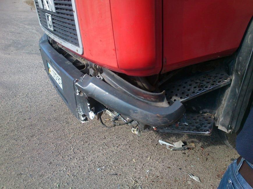 В Днепродзержинске легковой автомобиль столкнулся с грузовиком, фото-3