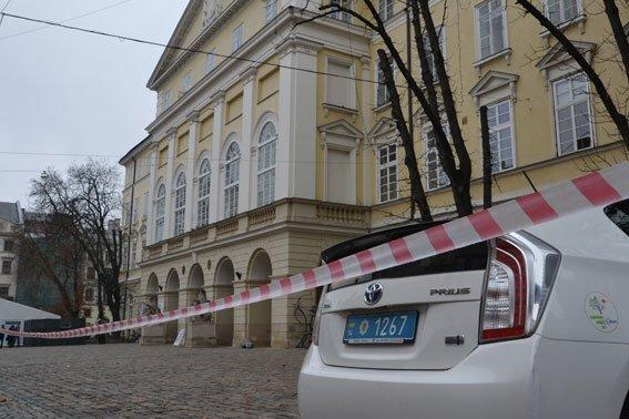 У Львові розшукують аноніма, який повідомив про замінування міськради (ФОТО), фото-2