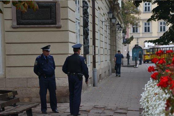 У Львові розшукують аноніма, який повідомив про замінування міськради (ФОТО), фото-7