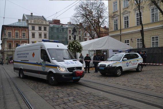 У Львові розшукують аноніма, який повідомив про замінування міськради (ФОТО), фото-5