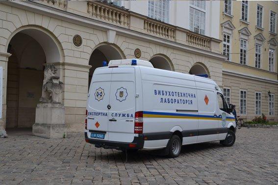 У Львові розшукують аноніма, який повідомив про замінування міськради (ФОТО), фото-3