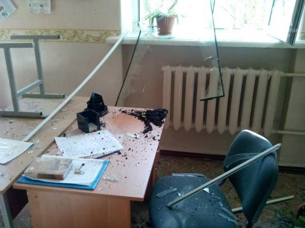 Снаряды «ДНР» в Донецке попали в школу и маршрутку (ФОТО, ВИДЕО), фото-4