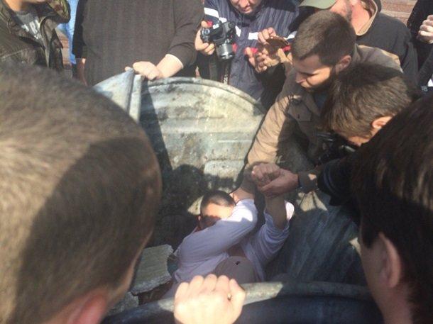 На Киевщине бросили в мусорник главу избиркома (ФОТО), фото-3