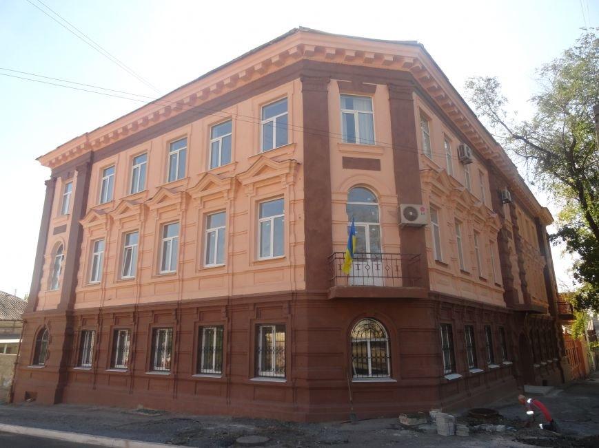 В Мариуполе здание ПГТУ, служившее казармой сторонников ДНР обрело новое лицо (ФОТОРЕПОРТАЖ), фото-1