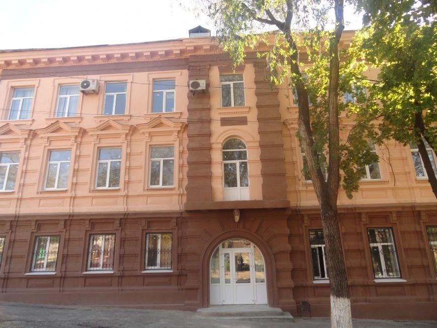 В Мариуполе здание ПГТУ, служившее казармой сторонников ДНР обрело новое лицо (ФОТОРЕПОРТАЖ), фото-3