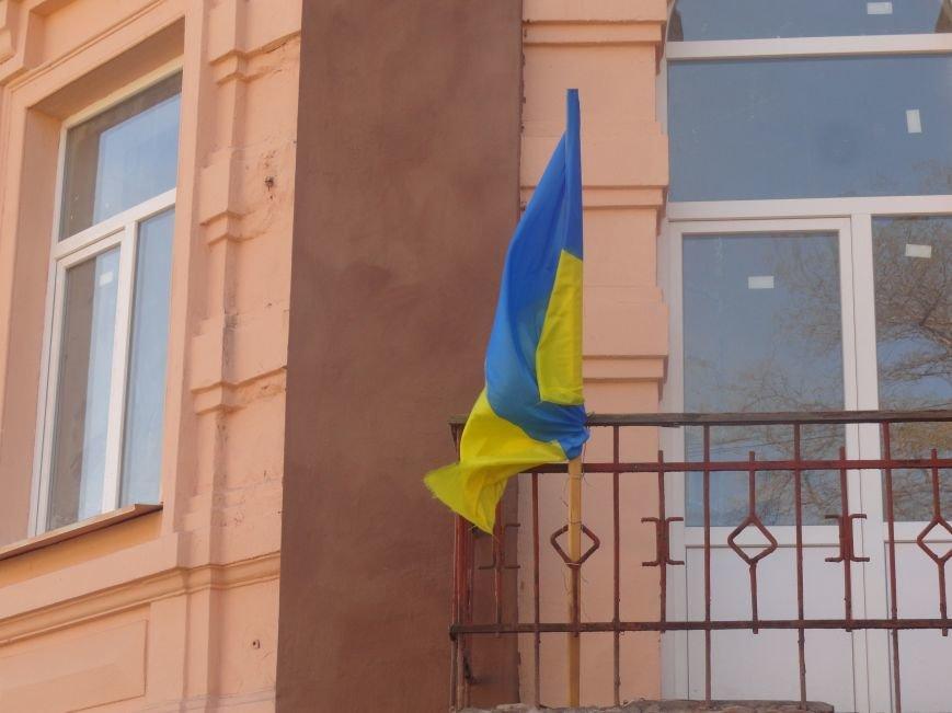 В Мариуполе здание ПГТУ, служившее казармой сторонников ДНР обрело новое лицо (ФОТОРЕПОРТАЖ), фото-2