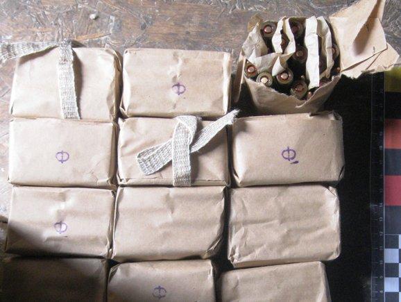 Рівненські УБОЗівці викрили злочинну групу, яка збувала зброю та вибухівку (Фото), фото-1