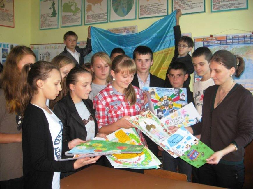 Рівненські школярі провели благодійну акцію для військових (Фото), фото-3