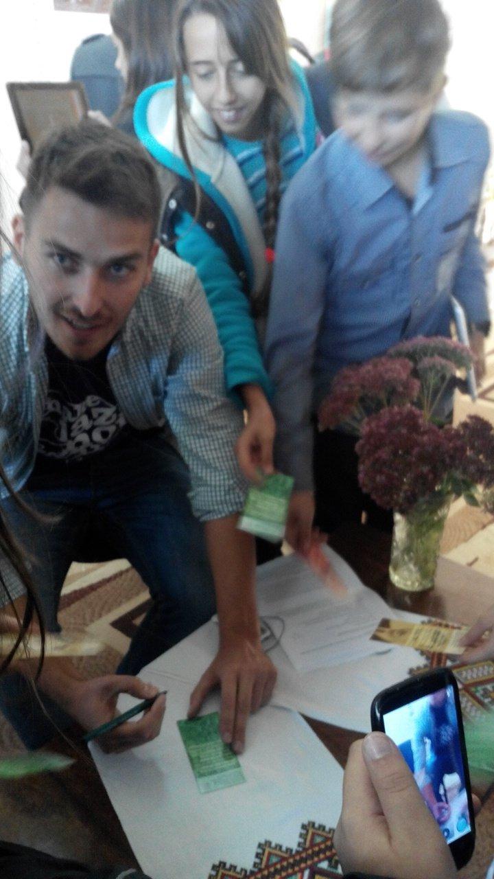 Рівненський дизайнер Олег Бурячок відкрив патріотичну виставку (Фото), фото-5