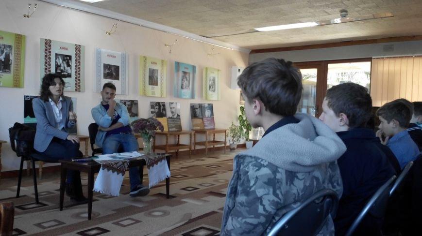 Рівненський дизайнер Олег Бурячок відкрив патріотичну виставку (Фото), фото-2