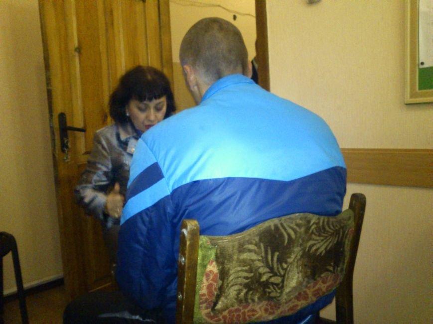 В Днепродзержинске задержан грабитель, который срывал с женщин золотые украшения и сдавал их в местный ломбард, фото-1