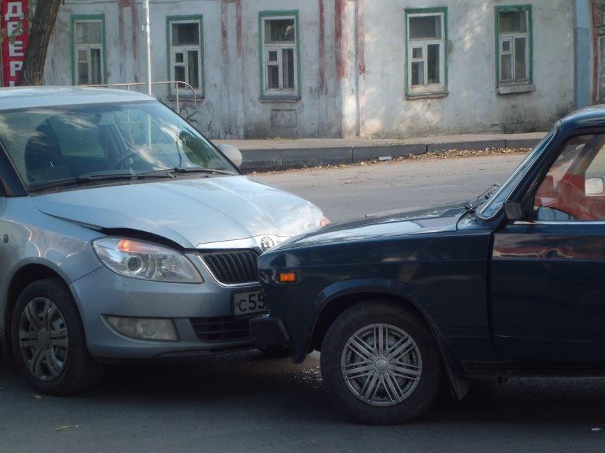 На перекрестке двух дорог в Таганроге произошла авария  (ФОТО), фото-1