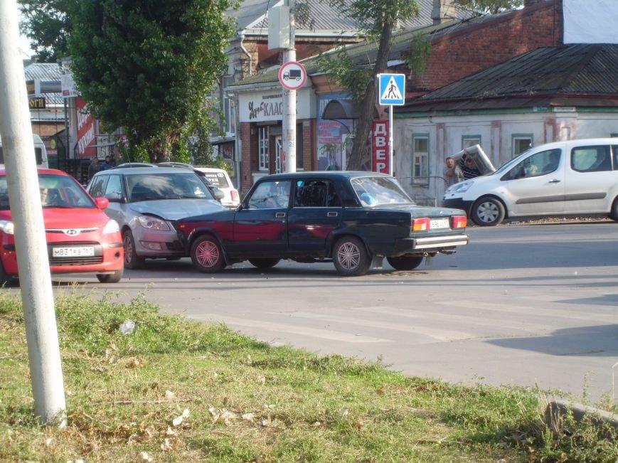На перекрестке двух дорог в Таганроге произошла авария  (ФОТО), фото-2