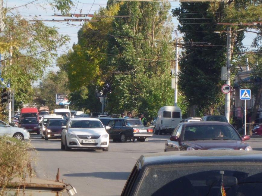 На перекрестке двух дорог в Таганроге произошла авария  (ФОТО), фото-3
