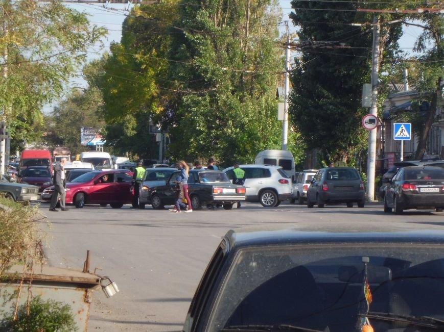 На перекрестке двух дорог в Таганроге произошла авария  (ФОТО), фото-4