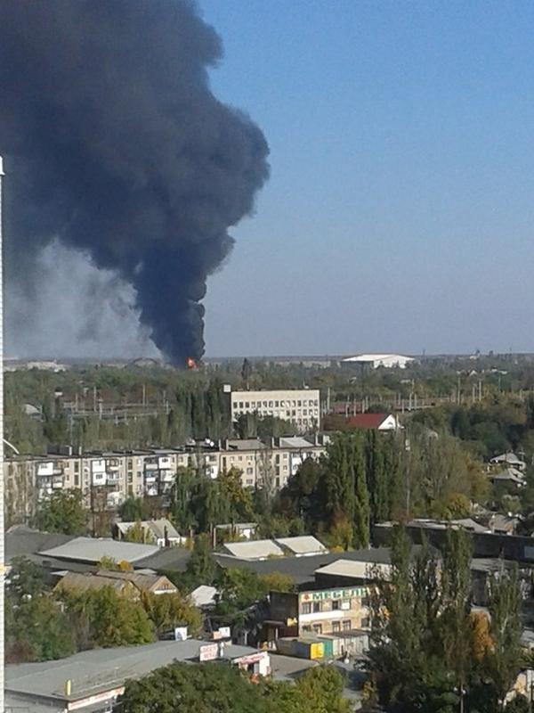 В районе донецкого аэропорта идет ожесточенный бой - над ним поднимаются клубы черного дыма (ФОТО), фото-1