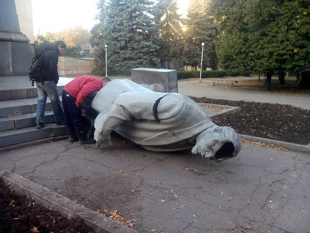 В Днепропетровской области упал очередной памятник Ленину, фото-1