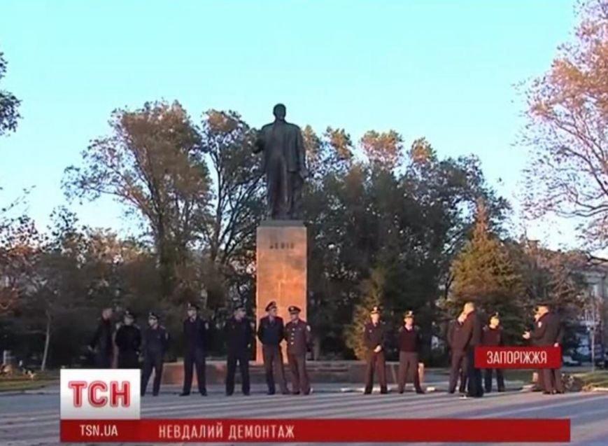 В Днепропетровской области упал очередной памятник Ленину, фото-2