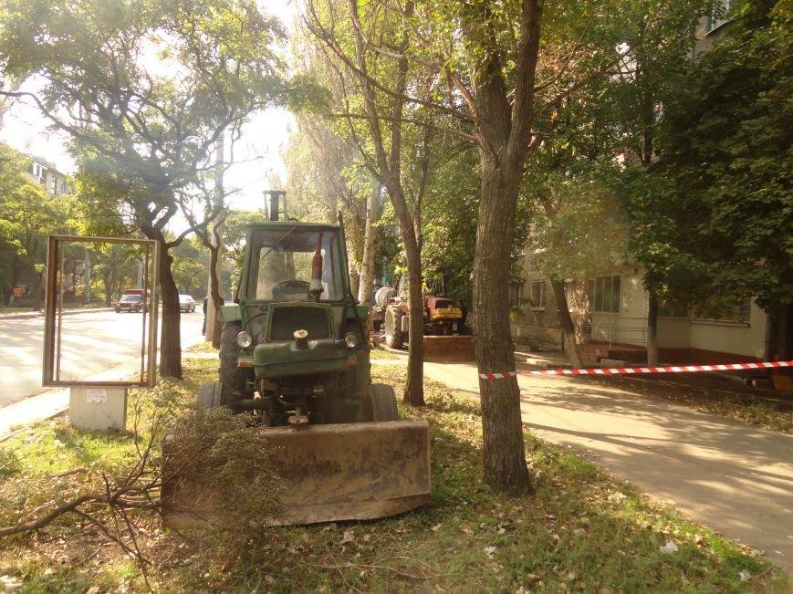 В Мариуполе на проспекте Строителей произошел порыв центрального трубопровода (ФОТОРЕПОРТАЖ), фото-1