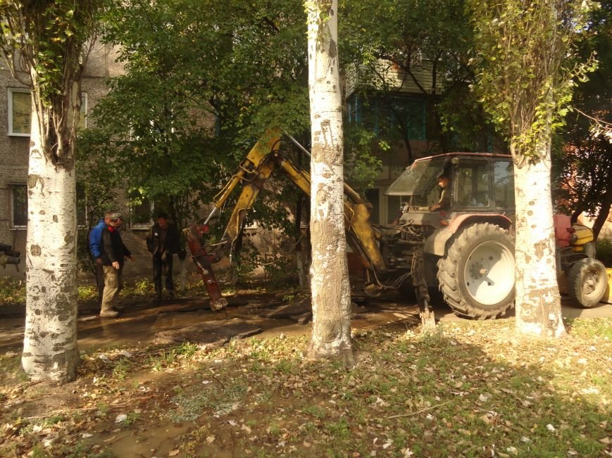В Мариуполе на проспекте Строителей произошел порыв центрального трубопровода (ФОТОРЕПОРТАЖ), фото-2