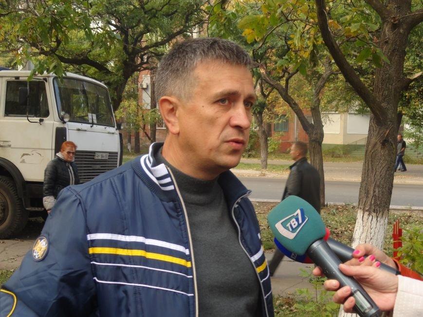 Коммунальщики убрали в Жовтневом районе Мариуполя около 70 кубометров поваленных деревьев (ФОТОРЕПОРТАЖ), фото-7