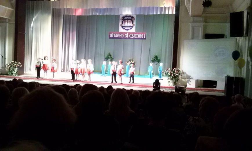 В Днепродзержинске проходит праздничный концерт по случаю Дня работников образования, фото-2