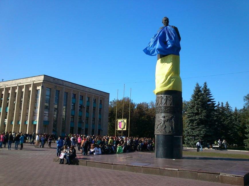 В центре Днепродзержинска проходит акция «Молодежь профессионально-технического образования - за мир», фото-8