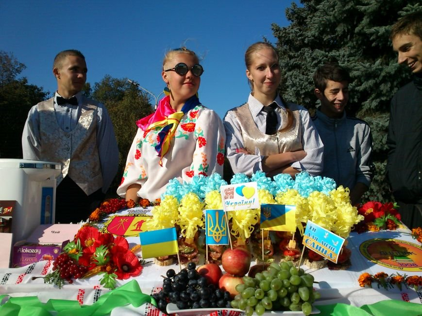 В центре Днепродзержинска проходит акция «Молодежь профессионально-технического образования - за мир», фото-4
