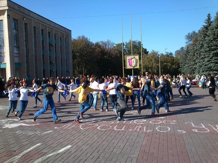 В центре Днепродзержинска проходит акция «Молодежь профессионально-технического образования - за мир», фото-10