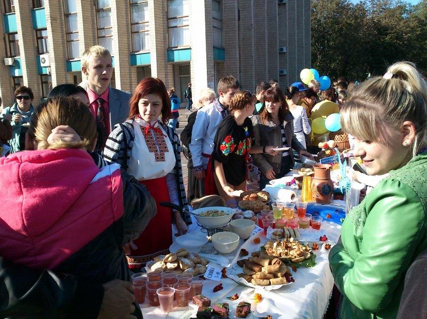 В центре Днепродзержинска проходит акция «Молодежь профессионально-технического образования - за мир», фото-1