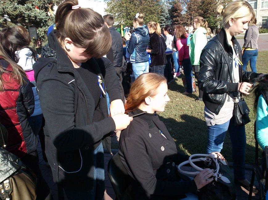 В центре Днепродзержинска проходит акция «Молодежь профессионально-технического образования - за мир», фото-16