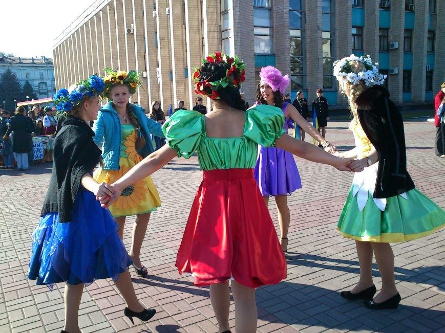 В центре Днепродзержинска проходит акция «Молодежь профессионально-технического образования - за мир», фото-12