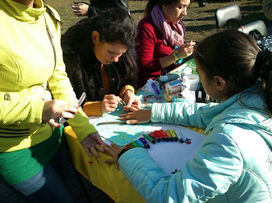 В центре Днепродзержинска проходит акция «Молодежь профессионально-технического образования - за мир», фото-17