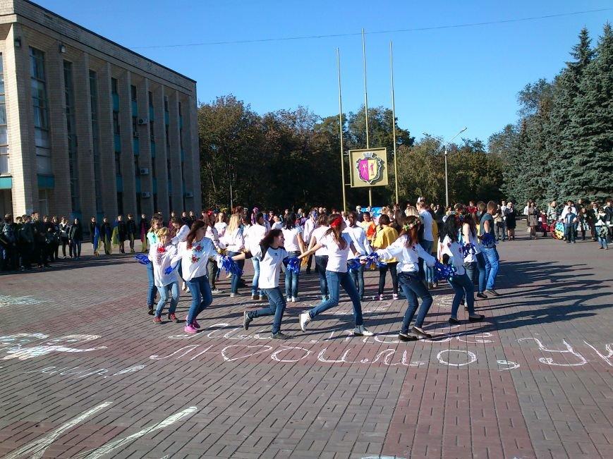 В центре Днепродзержинска проходит акция «Молодежь профессионально-технического образования - за мир», фото-11