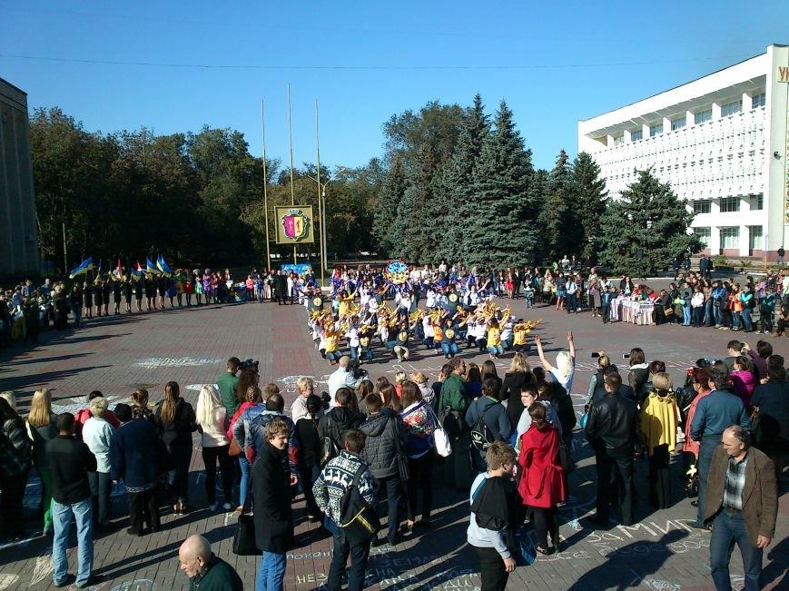 В центре Днепродзержинска проходит акция «Молодежь профессионально-технического образования - за мир», фото-13