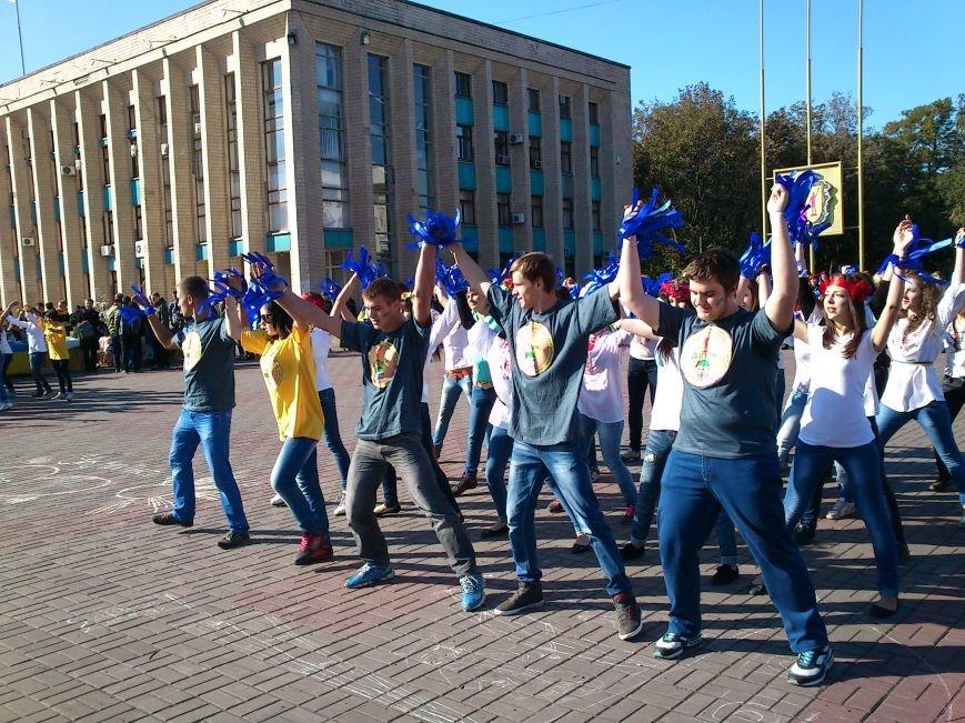 В центре Днепродзержинска проходит акция «Молодежь профессионально-технического образования - за мир», фото-9