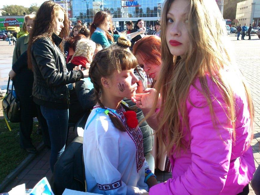 В центре Днепродзержинска проходит акция «Молодежь профессионально-технического образования - за мир», фото-18