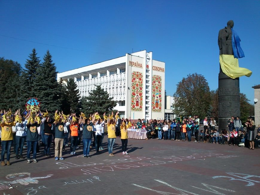 В центре Днепродзержинска проходит акция «Молодежь профессионально-технического образования - за мир», фото-14
