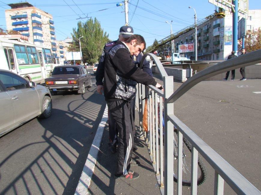 В Мариуполе пьяный велосипедист врезался в автомобиль (ФОТО), фото-4