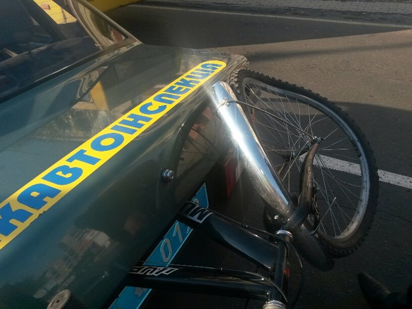 В Мариуполе пьяный велосипедист врезался в автомобиль (ФОТО), фото-2